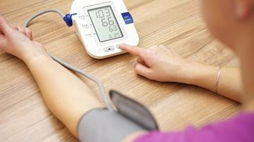 mit kell kezdeni egy magas vérnyomás-epizóddal küzdő emberrel A magas vérnyomás tünetei 2 szakaszban