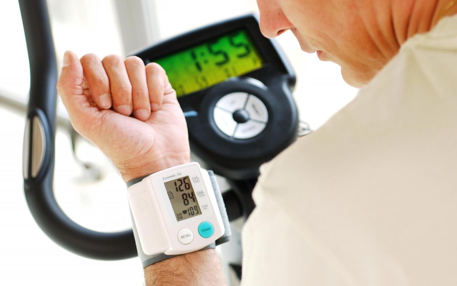 mozgás a magas vérnyomásból)