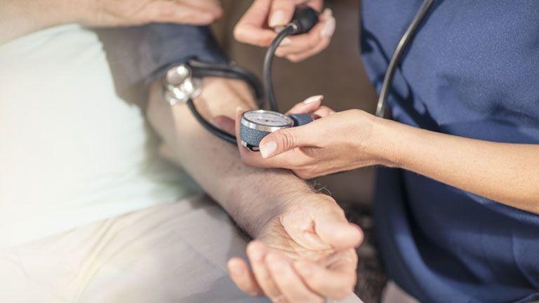 a vesék miatt fellépő magas vérnyomás nem alkalmas magas vérnyomás esetén