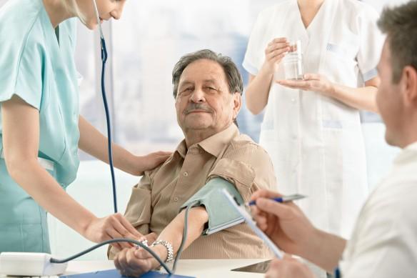 segítség az idősek magas vérnyomásában