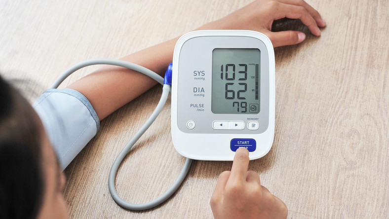 magas vérnyomás és medence