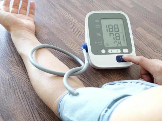 magas vérnyomás és járás
