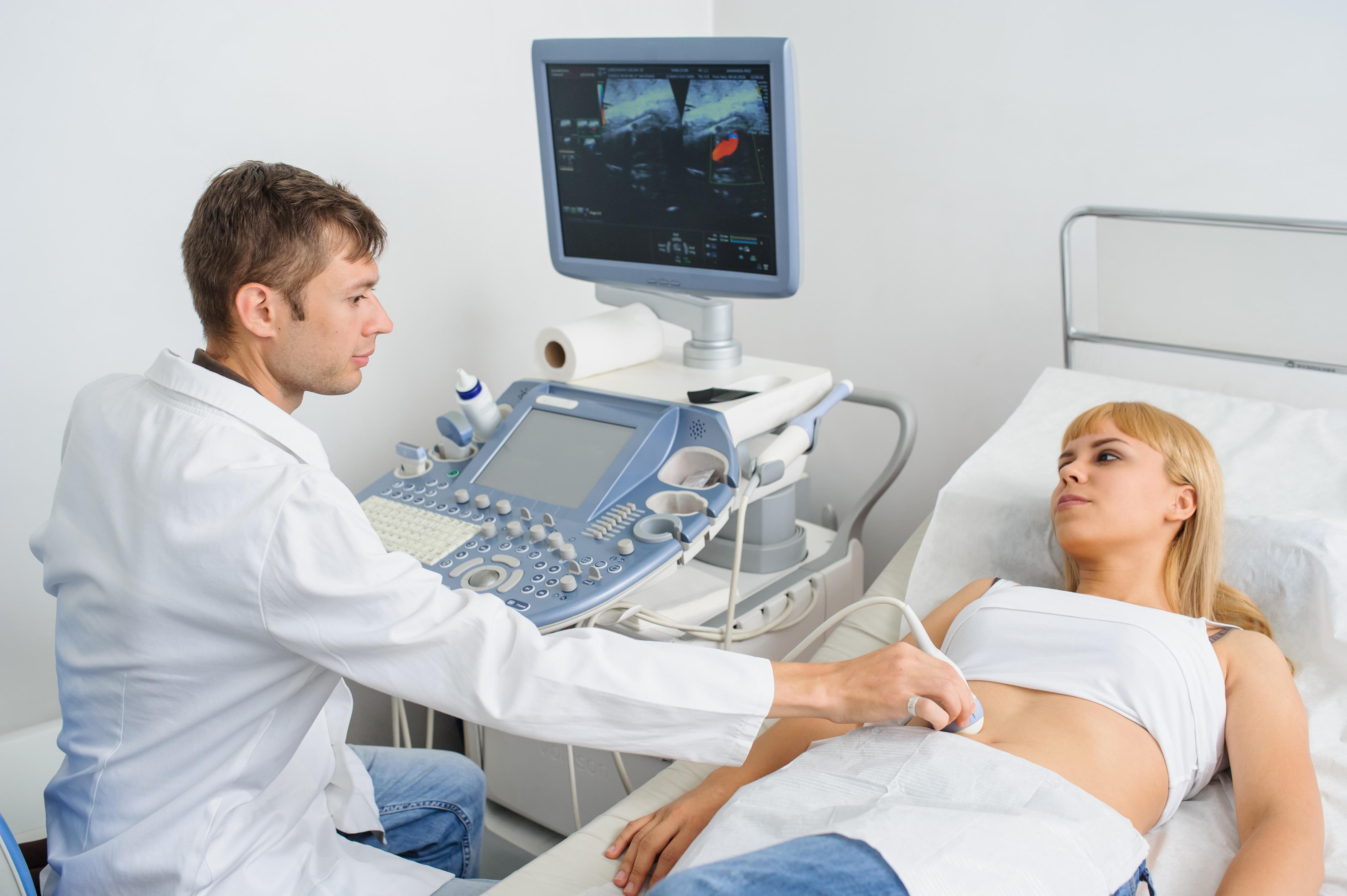 a hasüreg ultrahangja magas vérnyomással)