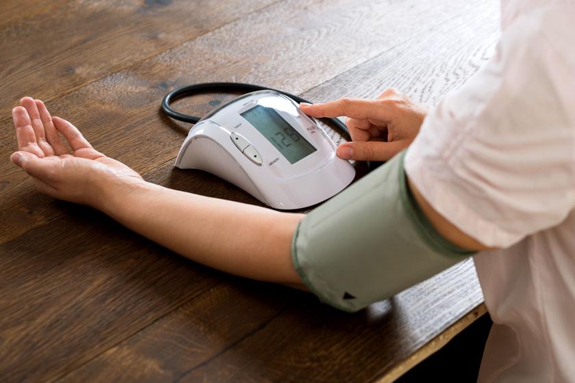 magas vérnyomás 140-100)