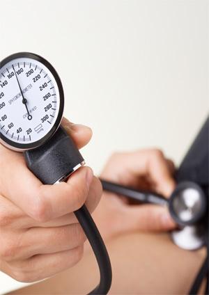 Ezért olyan veszélyes a magas vérnyomás - A magas vérnyomásra utaló jelek - szatmarbereg.hu