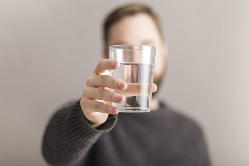 egy pohár vizet éhgyomorra magas vérnyomás esetén