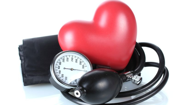 magas vérnyomás és járás)