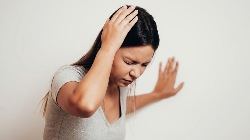 magas vérnyomásban szenvedő személynek alacsony a vérnyomása)
