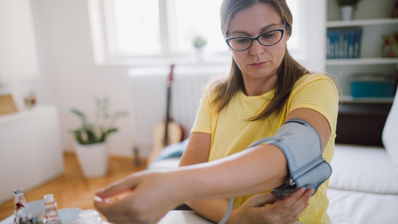 az ideges magas vérnyomástól magas vérnyomásban szenvedő személynek alacsony a vérnyomása