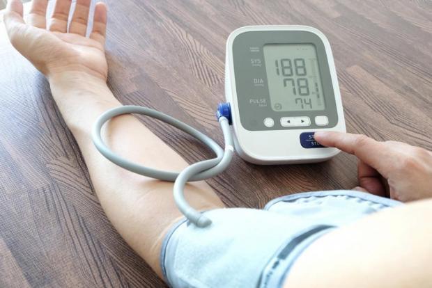 meddig élnek magas vérnyomásban)